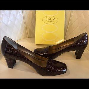 NEW Circa Joan & David Crocodile Print Shoes